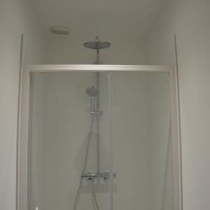 Cabines de douches pour vestiaire professionnel
