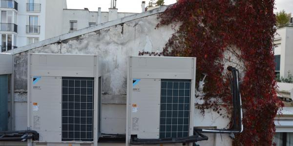 Groupes VRV sur le toit d'un atelier